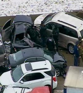 fot. WDIV-TV/ Na autostradzie numer 75 w Detroit zderzyło się 35 pojazdów