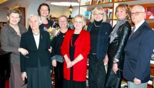 Nowy zarząd Fundacji (od lewej): Maria Zakrzewska, Jolanta Pawlikowska, Kinga Kosmala, Lidia Filus, Ewa Radwańska (była skarbniczka), Czesława Kolak, Joanna Rudnicka (była prezeska) i Witold J. Pawlikowski