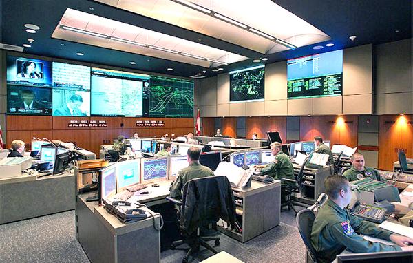Centrum dowodzenia systemu tarczy antyrakietowej fot. U.S. Air Force
