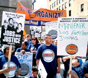 Uczestniczy 1-majowej demonstracji przemaszerowali od Union Park do Federal Plaza w śródmieściu Chicago fot. Jacek Boczarski
