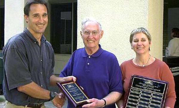 Od lewej: Prof. Jeff Charles, Wally Taibleson, Prof. Patty Seleski fot. www.csusm.edu