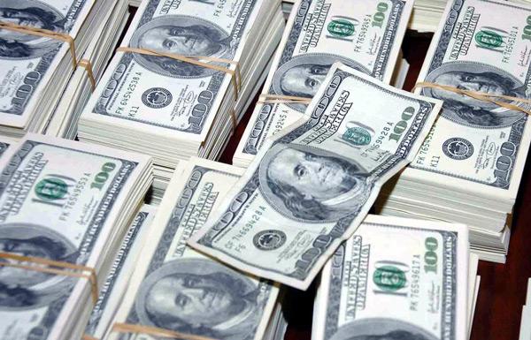 """Pewien Amerykanin przez pomyłkę został """"obdarowany"""" przez serwis PayPal prawdziwą fortuną. fot. PAP/EPA Carlos Jorge Monteiro"""