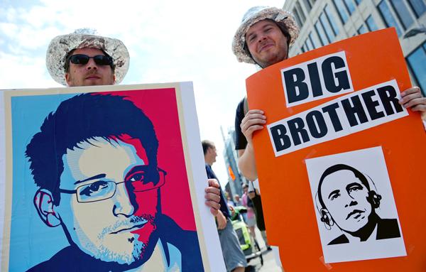 Protesty przeciwko amerykańskim programom szpiegowskim odbywały się w kilku miastach na terenie Niemiec fot. Roland Holschneider/PAP/EPA