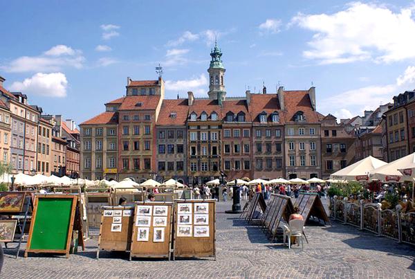Rynek Starego Miasta, strona Zakrzewskiego fot. Hiuppo/Wikimedia