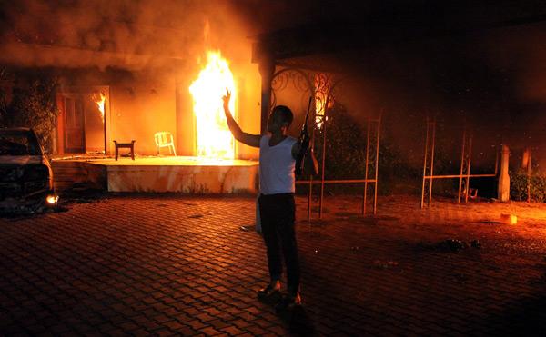 W ataku na konsulat w Bengazi zginęło czterech Amerykanów, w tym ambasador USA w Libii Christopher Stevens fot.Mustafa El-Shridi/ PAP/EPA I