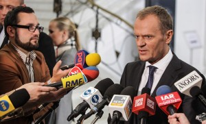 PM Tusk talks to reporters in parliament, Wednesday: photo - PAP/Jakub Kamiński