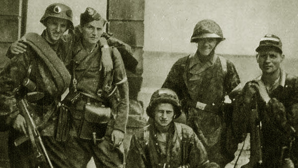 "Soldiers from Kolegium ""A"" of Kedyw on Stawki Street in Wola district. fot. Wikipedia"