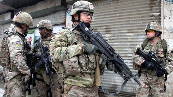 Amerykańscy żołnierze w bazie wojskowej w Afganistanie. fot. PAP/EPA Sabawoon.
