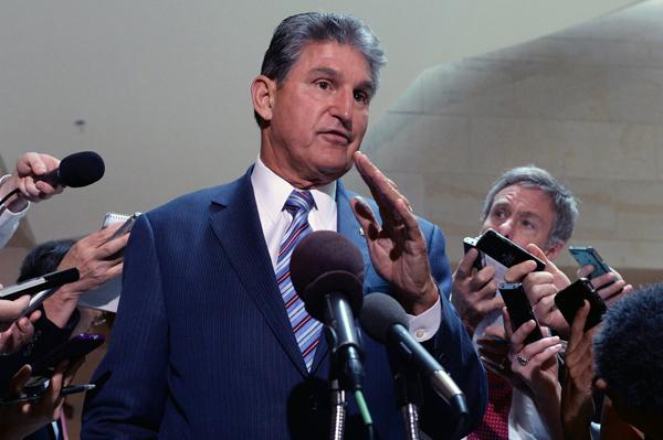 Demokratyczny senator z Wirginii Zachodniej Joe Manchin fot. Michael Reynolds/PAP/EPA