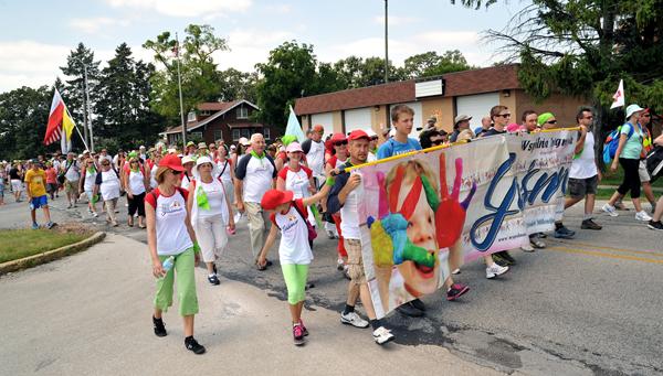 Liczna grupa rodzin wspólnotowych uczestniczy co roku w pielgrzymce maryjnej do Merrillville