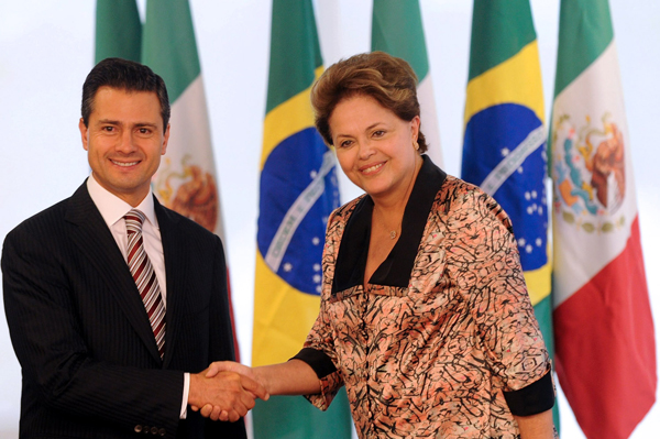 Meksykański prezydent Enrique Pena Nieto z prezydent Brazylii Dilmą Rousseff fot. Fernando Bizerra Jr./PAP/EPA