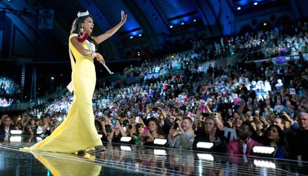 Miss America 2014 Nina Davuluri fot. Facebook/MissAmericaOrganization