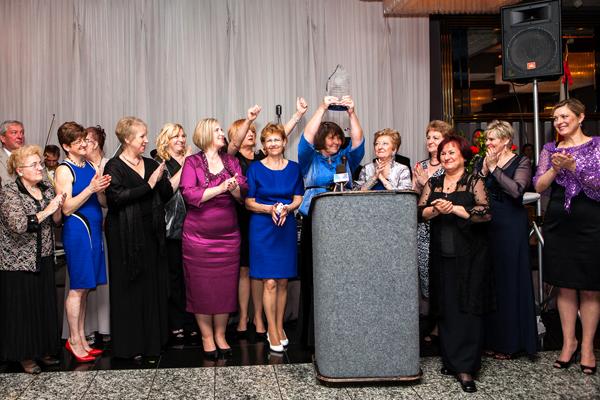 Przedstawiciele Zrzeszenia Nauczycieli Polskich podczas wręczenia nagrody Ducha Polskości na Balu MPA fot. Julita Siegel