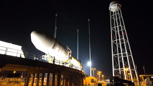 Amerykański kosmiczny statek towarowy Cygnus fot. Brea Reeves/NASA/PAP/EPA