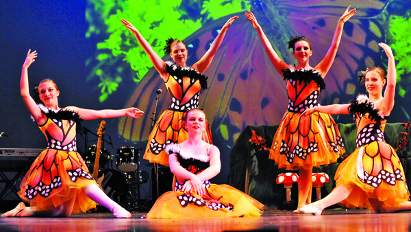 Tancerki Expressions Dance Company zaprezentowały się w kilku układach baletowych