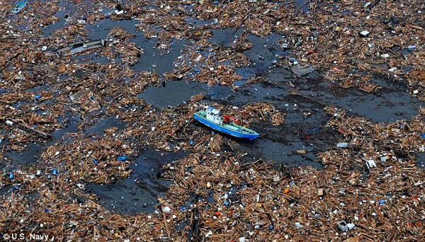 """""""Śmieciowa wyspa"""", której masę szacuje się na ponad milion ton, ma wielkość stanu Teksas fot. US Navy"""