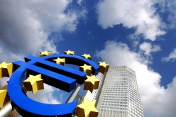 Poles divided over euro adoption