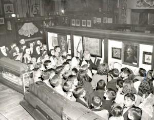M. Haiman z dziećmi