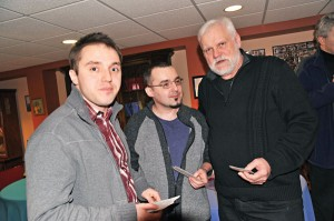 Z Rafałem Muskałą i Michałem Dziedzicem z radia Deon artysta rzeźbiarz Stefan Niedorezo, z prawej