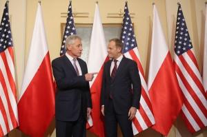 Sekretarz obrony USA Chuck Hagel (z lewej) i premier RP Donald Tusk (z prawej). fot.Leszek Szymański