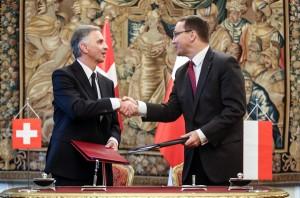 Swiss President Didier Burkhalter (L) and Polish Foreign Minister Radoslaw Sikorski ® Photo: Leszek Szymanski/PAP/EPA