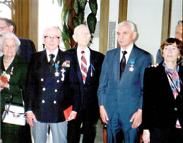 Adam Grzegorzewski nagrodzony Krzyżem Kawalerskim w Konsulacie RP w Chicago, dnia 2 maja 1999 roku