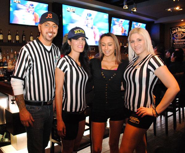 Załoga baru jako sędziowie NFL