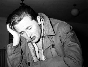 1957. Marek Hłasko, prozaik i scenarzysta filmowy, sławna postać powojennej literatury polskiej. fot.PAP/CAF-archiwum