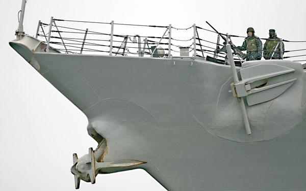 Amerykański niszczyciel rakietowy USS Ramage fot.Adam Warżawa/PAP/EPA