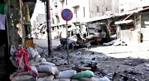 Zniszczona ulica miasta Aleppo w Syrii fot.Voice of America News/YouYube/Wikipedia