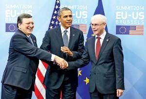 Prezydent USA Barack Obama (w środku), przewodniczący Rady Europejskiej Herman Van Rompuy (z prawej) oraz przewodniczący Komisji Europejskiej Jose Manuel Barroso (z lewej) podczas spotkania w Belgii fot.Julien Warnand/PAP/EPA