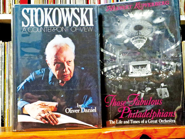 Okładki książek  o Leopoldzie Stokowskim i orkiestrze Philadelphians