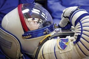 Amerykański kosmonauta Steven Swanson podczas testów przed lotem w kosmos na Bajkonurze w Kazachstaniefot.Maxim Shipenkov/PAP/EPA