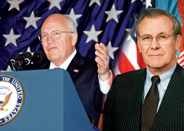 Dick Cheney i Donald Rumsfeld (z prawej) fot.U.S. Navy/Scott Davis, U.S. Army/Wikipedia