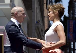 Pitbull i Jennifer Lopez fot.Paul Buck/PAP/EPA