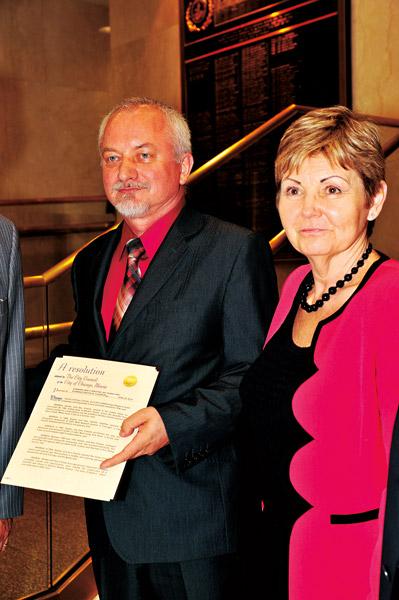 Rada Miasta Chicago uhonorowała Ewę i Stanisława Chwałów okolicznościową rezolucją z okazji 30 lat ich działalności biznesowej i charytatywnej
