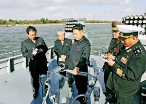 Kim Jong-un wizytuje nowy statek fot.KCNA/Handout/PAP/EPA