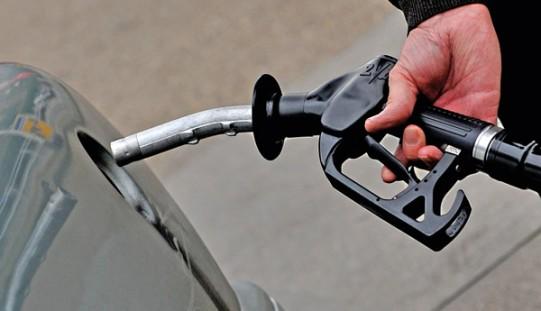 Ropa w USA poniżej 45 USD za baryłkę przed danymi o jej amerykańskich zapasach