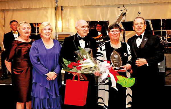 Od lewej: Geraldine Balut Coleman, Maria Ciesla. Wallace M Ozog, Joann S Ozog, Joseph A. Drobot Jr.