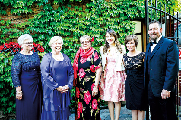 Od lewej: Anna Sokolowska, Maria Ciesla, Virginia Cudecki, Jamie Kusmierczak z przyjaciolmi