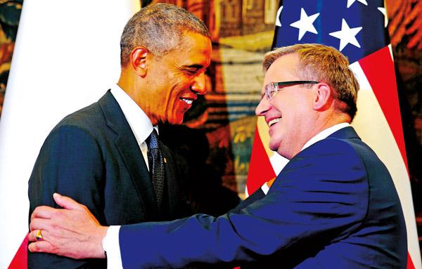 Prezydenci USA Barack Obama (z lewej) i Polski Bronisław Komorowski podczas spotkania w Belwederze fot.Bartłomiej Zborowski/PAP/EPA