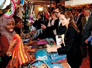 Angelina Jolie (w środku) i Brad Pitt (w środku, z lewej) fot.Facundo Arrizabalaga/EPA