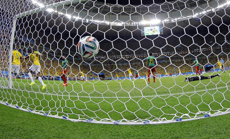 Spotkanie Brazylia-Kamerun fot.ROBERT GHEMENT/EPA