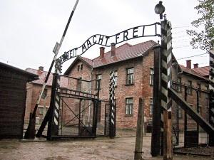 Brama obozu Auschwitz-Birkenau fot.Frank Leonhardt/EPA