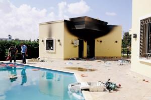 Amerykański konsulat w Benghazi dzień po ataku fot.STRINGER/EPA