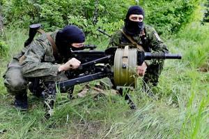 Prorosyjscy bojówkarze w okolicach Doniecka na Ukrainie fot.Valentina Svitsunova/PAP/EPA