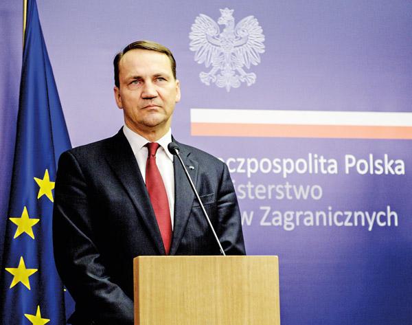 Minister spraw zagranicznych Radosław Sikorski fot.Jakub Kamiński/EPA