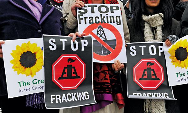 Protest przeciwko wydobyciu gazu łupkowego fot.Patrick Seeger/EPA
