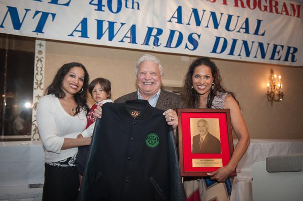 Bobb Hull nagrodę otrzymał z rąk córek Muhammada Ali Jamillah i Rashedy   fot. Dariusz Lachowski