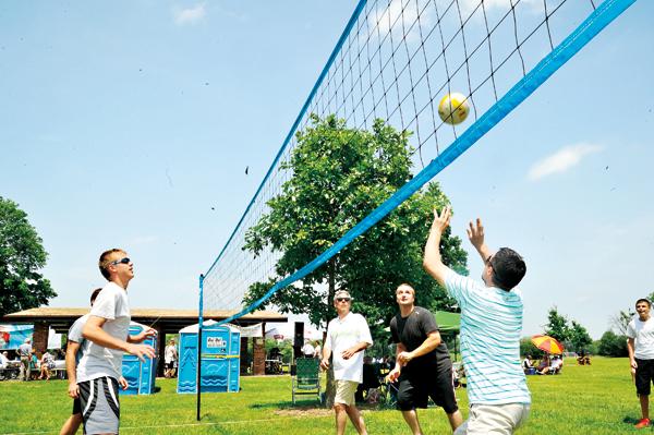 Stałym punktem piknikowych imprez jest turniej siatkówki